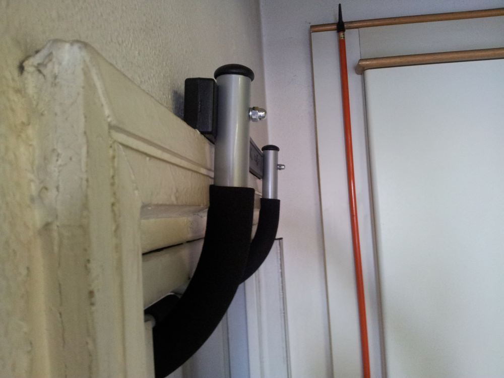 Trazioni alla sbarra in casa iron gym e barra fissa - Barra trazioni porta ...