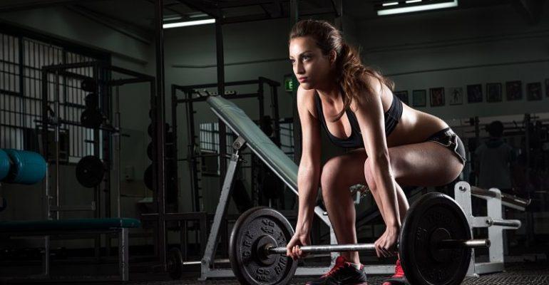allenamento con pesi per le donne, benefici
